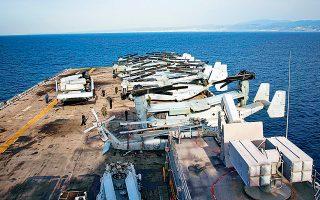 Αεροπλάνα καθέτου απογειώσεως τύπου «Osprey» στην πλατφόρμα του αμερικανικού πλοίου αμφίβιων επιχειρήσεων «USS Iwo Jima», που πλέει στα ανοιχτά του λιμανιού της Λεμεσού. Το «Iwo Jima» βρίσκεται στην περιοχή για ασκήσεις στις οποίες συμμετέχει ο Εκτος Στόλος, ενώ την Κυριακή ξεκίνησαν κανονικά οι έρευνες της ExxonMobil στο οικόπεδο 10 της κυπριακής ΑΟΖ.