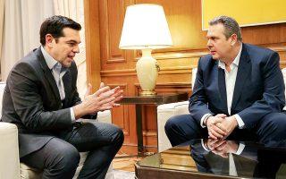 Λίγο πριν από τη συνάντηση του πρωθυπουργού Αλέξη Τσίπρα με τον μικρό κυβερνητικό εταίρο και υπουργό Εθνικής Αμυνας Πάνο Καμμένο, στο Μέγαρο Μαξίμου, συνεδρίασε η Κοινοβουλευτική Ομάδα των Ανεξαρτήτων Ελλήνων (η φωτογραφία είναι από παλαιότερη συνάντηση των δύο ανδρών).