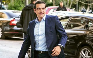 Ο Αλ. Τσίπρας προσέρχεται στα γραφεία της Κουμουνδούρου για τη συνεδρίαση του Πολιτικού Συμβουλίου.