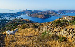 Αν προλαβαίνετε, ακολουθήστε ένα από τα πολλά μονοπάτια του νησιού. (Φωτογραφία: © Getty Images/Ideal Image)