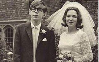 Ο Στίβεν Χόκινγκ με την πρώτη σύζυγό του, Τζέιν Γουάιλντ.