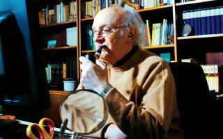 «Ο 21ος αιώνας είναι ο αιώνας των συνεπειών του 20ού. Οταν κατέρρευσαν τα σοσιαλιστικά καθεστώτα, κατέρρευσε και μια ισορροπία που υπήρχε, έστω κι αν αυτή ήταν ισορροπία τρόμου», λέει ο Ελληνας συγγραφέας.