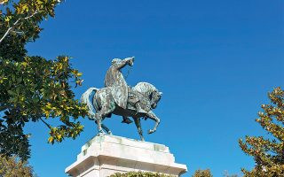 Άγαλμα του Μοχάμεντ Άλι από τον γλύπτη Κωνσταντίνο Δημητριάδη. (Φωτογραφία: ΝΙΚΟΛΑΣ ΜΑΣΤΟΡΑΣ)