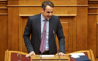 Η οικονομία και η εξωτερική πολιτική είναι τα δύο πεδία στα οποία, σύμφωνα με τις δημοσκοπήσεις, ο κ. Κυριάκος Μητσοτάκης προηγείται έναντι του κ. Αλέξη Τσίπρα.