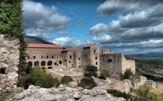 cnn-travel-o-mystras-anamesa-stis-10-kalyteres-mesaionikes-poleis0