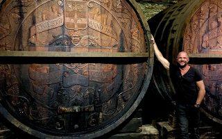 Ο σκηνοθέτης Κωνσταντίνος Τσεκλένης κατά τη διάρκεια των γυρισμάτων του ντοκιμαντέρ με τίτλο «In vino veritas».