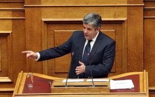 Ο εισηγητής της Δημοκρατικής Συμπαράταξης Θεόδωρος Παπαθεοδώρου μιλάει στη συζήτηση και ψηφοφορία επί της προτάσεως της κυβερνητικής πλειοψηφίας για τη συγκρότηση επιτροπής προκαταρκτικής εξέτασης για την υπόθεση NOVARTIS, Τετάρτη 21 Φεβρουαρίου 2018. ΑΠΕ-ΜΠΕ/ΑΠΕ-ΜΠΕ/Αλέξανδρος Μπελτές