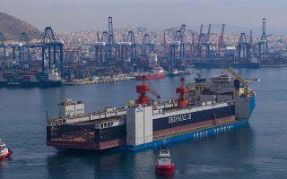 Η νέα πλωτή δεξαμενή «Πειραιάς ΙΙΙ» μπορεί να εξυπηρετήσει πλοία μήκους μέχρι 240 μ. και πλάτους 35 μ., μεταφορικής ικανότητας 80.000 τόνων και διαθέτει σύγχρονο εξοπλισμό γερανών.