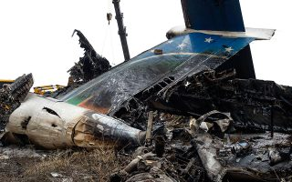 Αγνωστα παραμένουν τα αίτια του τραγικού αεροπορικού δυστυχήματος.