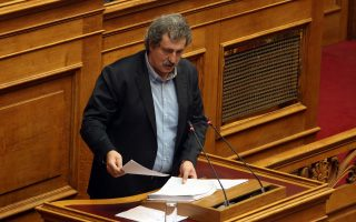 Ο  αναπληρωτής υπουργός Υγείας Παύλος Πολάκης μιλά  στη σημερινή συζήτηση στην Ολομέλεια της Βουλής της πρότασης της Νέας Δημοκρατίας για προανακριτική σε βάρος των νυν και πρώην υπουργών Υγείας Παναγιώτη Κουρουμπλή, Ανδρέα Ξανθού και Παύλου Πολάκη,  προκειμένου να διερευνηθούν τυχόν ευθύνες για το αδίκημα της απιστίας, Πέμπτη 8 Μαρτίου 2018. ΑΠΕ-ΜΠΕ/ΑΠΕ-ΜΠΕ/Αλέξανδρος Μπελτές