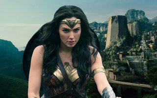 Wonder Woman, άλλη μία ηρωίδα που δεν καταδέχεται τις σφαίρες.