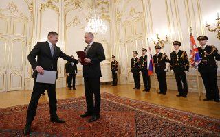 Ο Σλοβάκος πρωθυπουργός Ρόμπερτ Φίτσο υποβάλλει την παραίτησή του στον πρόεδρο της χώρας Αντρέι Κίσκα, στο Προεδρικό Μέγαρο, στην Μπρατισλάβα.