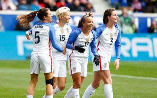 Με μπροστάρη την εθνική ποδοσφαίρου των ΗΠΑ, ο γυναικείος επαγγελματικός αθλητισμός διεκδικεί, κερδίζει δικαιώματα και αναπτύσσει δράσεις αυτοπροστασίας.