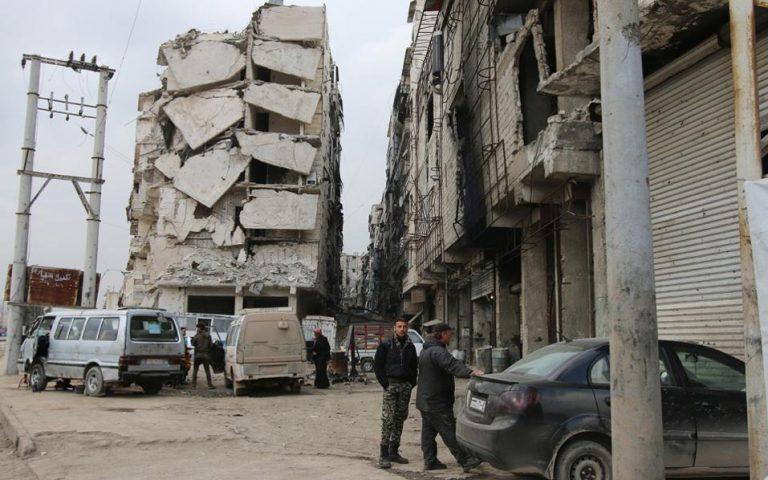 Σύροι αντάρτες κατέληξαν σε συμφωνία να εγκαταλείψουν πόλη της ανατολικής Γούτα
