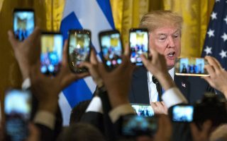 epaselect epa06622030 US President Donald J. Trump hosts a Greek Independence Day celebration in the East Room of the White House in Washington, DC, USA, 22 March 2018. The White House has hosted the celebration for 32 years.  EPA/JIM LO SCALZO