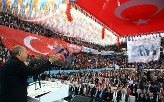 Στιγμιότυπο από χθεσινή ομιλία του Ερντογάν σε μέλη του κόμματός του στην Τραπεζούντα