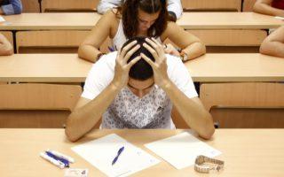 Οι εισαγωγικές εξετάσεις μπορούν να προκαλέσουν αρκετό άγχος. Στην Ινδία, όμως, είναι ζωτικής σημασίας, καθώς οι μαθητές θεωρούν την επιτυχία σε αυτές ένα πρώτο βήμα κοινωνικής ανόδου.