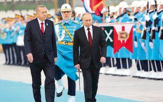 Με όλες τις τιμές και με μια μεγαλοπρεπέστατη τελετή υποδέχθηκε, χθες στην Αγκυρα, ο Τούρκος πρόεδρος Ρετζέπ Ταγίπ Ερντογάν τον Ρώσο ομόλογό του Βλαντιμίρ Πούτιν.