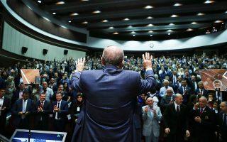 Οι ομιλίες του Ερντογάν εμπνέουν τους οπαδούς του και χαρακτηρίζονται «διχαστικές» από τους αντιπάλους του.