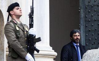 Ο πρόεδρος της ιταλικής Βουλής Ρομπέρτο Φίκο, προερχόμενος από το Κίνημα 5 Αστέρων, αποχωρεί από το προεδρικό μέγαρο μετά τη συνάντηση με τον Σέρτζιο Ματαρέλα.