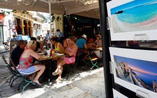 Σχεδόν οι μισές από τις νέες θέσεις εργασίας δημιουργήθηκαν στον τουριστικό κλάδο.