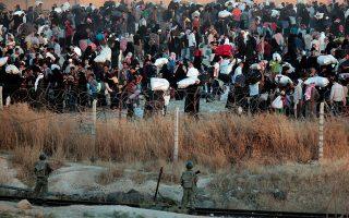 Σύροι πρόσφυγες συρρέουν στα σύνορα με την Τουρκία, λίγα χρόνια πριν. Πολλοί από αυτούς πέρασαν αργότερα στην Ελλάδα.