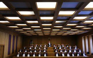 Σύμφωνα με πληροφορίες της «Κ» από δικαστικές πηγές, στις επικείμενες διασκέψεις του Συμβουλίου της Επικρατείας που έχουν ήδη προσδιοριστεί το σύνολο του νόμου Κατρούγκαλου θα κριθεί ως προς τη συνταγματικότητά του.