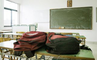 Η έλλειψη αξιολόγησης των εκπαιδευτικών και η τάση χαλάρωσης του σχολείου αποτυπώνονται στις επιδόσεις των μαθητών.