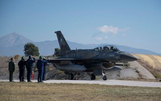 Η πρόταση που έχει κατατεθεί από τις ΗΠΑ για την αναβάθμιση 85 F-16 κυμαίνεται σε περίπου 1,25 δισ. ευρώ. Αν σε αυτά υπολογιστεί το ποσό βιομηχανικών επιστροφών, λόγω της συμμετοχής της ΕΑΒ στην εγκατάσταση συσκευών και ηλεκτρονικών, η τελική τιμή θα κινηθεί στο 1,1 δισ. ευρώ.
