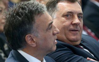 Ο πρόεδρος της Σερβικής Δημοκρατίας της Βοσνίας Μίλοραντ Ντόντικ και ο πρόεδρος του Μαυροβουνίου Φίλιπ Βουγιάνοβιτς, στο Μόσταρ.