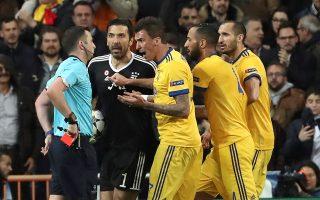 Η κόκκινη κάρτα που ετοιμάζεται να δείξει ο διαιτητής Ολιβερ στον Μπουφόν θα είναι πιθανότατα η τελευταία ευρωπαϊκή στιγμή του Ιταλού τερματοφύλακα.