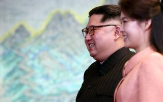 epa06696479 North Korean leader Kim Jong-Un and his wife Ri Sol-ju walk together at the Peace House on Joint Security Area (JSA) on the Demilitarized Zone (DMZ) in the border village of Panmunjom in Paju, South Korea, 27 April 2018. South Korean President Moon Jae-in and North Korean leader Kim Jong-un are meeting at the Peace House in Panmunjom for an inter-Korean summit. The event marks the first time a North Korean leader has crossed the border into South Korea since the end of hostilities during the Korean War.  EPA/KOREA SUMMIT PRESS / POOL
