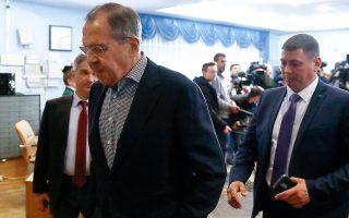 Ο Ρώσος υπουργός Εξωτερικών Σεργκέι Λαβρόφ εξέρχεται από συνεδρίαση του Συμβουλίου Εξωτερικής και Αμυντικής Πολιτικής, στη Μόσχα.