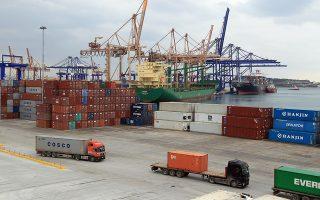 Νέες υποδομές και στρατηγικές συμμαχίες με λιμάνια (όπως εκείνο της Σαγκάης) και ναυτιλιακές εταιρείες αποτελούν τους βασικούς παράγοντες ώθησης της εισροής εμπορευματοκιβωτίων στον ΟΛΠ.