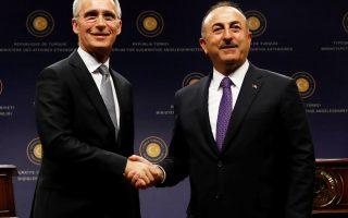 Ο γ.γ. του ΝΑΤΟ Γενς Στόλτενμπεργκ και ο Τούρκος υπουργός Εξωτερικών Μεβλούτ Τσαβούσογλου, στην κοινή συνέντευξη Τύπου, χθες, στην Αγκυρα.