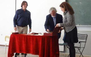 Στιγμιότυπο από την αναγόρευση του Χάιντς Ρίχτερ σε επίτιμο διδάκτορα του Πανεπιστημίου Κρήτης, το 2014 στο Ρέθυμνο, που έγινε κεκλεισμένων των θυρών.