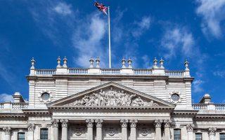 Αποψη του εμβληματικού κτιρίου στο Λονδίνο, όπου στεγάζεται η διεύθυνση διαχείρισης τελωνειακών και φοροτεχνικών υποθέσεων.