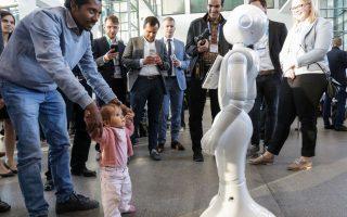 Ο Pepper, το πολλά υποσχόμενο ρομπότ, που μιλάει, γαργαλιέται και χορεύει...