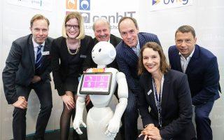 Ρομπότ συντροφιάς, θάλαμοι νοσοκομείων εξοπλισμένοι με συστήματαmultimedia, οικιακές συσκευές ενδοεπικοινωνίας ασθενών και φροντιστών και εκατοντάδες ακόμη καινοτόμες εφαρμογές παρουσιάστηκαν στην έκθεση ιατρικής τεχνολογίας στο Βερολίνο, στο καθιερωμένο «ραντεβού» βιομηχανίας, ερευνητικών κέντρων, μάχιμων ιατρών και startups.