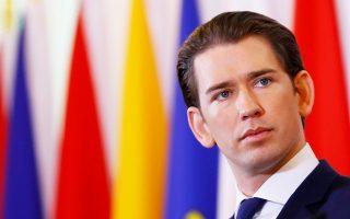 Ο Αυστριακός καγκελάριος Σεμπάστιαν Κουρτς ενημερώνει τους δημοσιογράφους ύστερα από συνεδρίαση του υπουργικού συμβουλίου, στη Βιέννη.