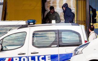 Επίδοξοι μετανάστες εντοπίζονται από τη γαλλική αστυνομία πριν διασχίσουν τη Μάγχη.