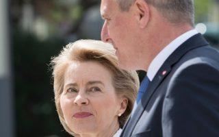 Η Γερμανίδα υπουργός Αμυνας Ούρσουλα φον ντερ Λάγιεν και ο Αυστριακός ομόλογός της Μάριο Κούνασεκ στο Βερολίνο.