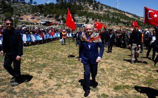 Ο ηγέτης της αξιωματικής αντιπολίτευσης, Κεμάλ Κιλιτσντάρογλου, προσέρχεται σε συνέδριο νομαδικών φυλών, στην επαρχία της Μερσίνας.