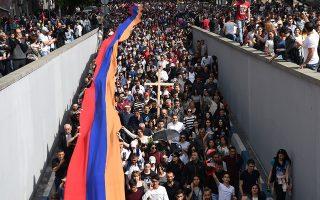 Πορεία χιλιάδων Αρμενίων προς το μνημείο της σφαγής του Τσιτσερνακαμπέρντ.