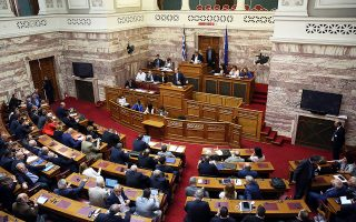 Ο υπουργός Ενέργειας και Περιβάλλοντος Γιώργος Σταθάκης, χθες, στο βήμα της Βουλής.