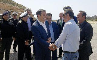 Ο πρωθυπουργός Αλέξης Τσίπρας (Κ) φτάνει στο Καστελόριζο για να εγκαινιάσει δύο νέες μονάδες αφαλάτωσης, των οποίων η κατασκευή ολοκληρώθηκε τον Μάρτιο, Τρίτη 17 Απριλίου 2018. ΑΠΕ-ΜΠΕ/ΑΠΕ-ΜΠΕ/STR
