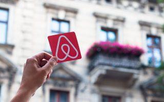 i-airbnb-fernei-kerdi-alla-kai-dichonoia-stis-polykatoikies0