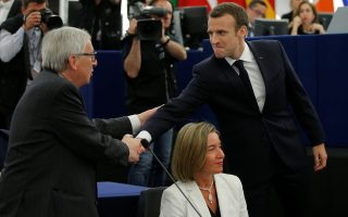 French President Emmanuel Macron (R) shakes hands with European Commission President Jean-Claude Juncker (L) next to  European Union foreign policy chief Federica Mogherini as he arrives for a debate on the Future of Europe at the European Parliament in Strasbourg, France, April 17, 2018. REUTERS/Vincent Kessler