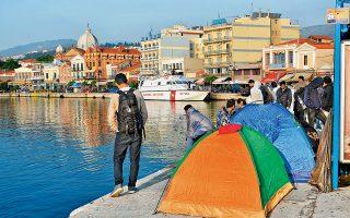 Μετανάστες έχουν στήσει σκηνές στο λιμάνι και στην πλατεία Σαπφούς στη Μυτιλήνη, ζητώντας να μεταφερθούν άμεσα στην ενδοχώρα. Στα νησιά η κατάσταση είναι έκρυθμη, λόγω των συνεχών αφίξεων προσφύγων και μεταναστών, ενώ σοβαρό πρόβλημα για την κυβέρνηση αποτελεί και η μεγάλη αύξηση των ροών διά μέσου του ποταμού Εβρου. Μέσα σε τρεις μόνο ημέρες, περίπου 1.000 μετανάστες συνελήφθησαν στην περιοχή για παράνομη είσοδο. Η κυβέρνηση εκτιμά πως είναι εξαιρετικά πιθανή μια νέα μεταναστευτική κρίση.