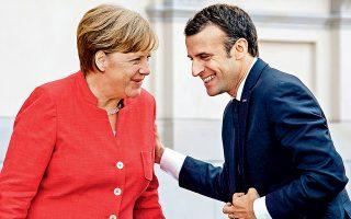 Την πρόθεσή τους να επεξεργαστούν κοινή πρόταση για τη μεταρρύθμιση της Ε.Ε., ενόψει της Συνόδου Κορυφής του Ιουνίου, εξέφρασαν η Αγκελα Μέρκελ και ο Εμανουέλ Μακρόν κατά τη χθεσινή συνάντησή τους στο Βερολίνο. Ο Γάλλος πρόεδρος τόνισε ότι δεν νοείται νομισματική ένωση χωρίς σύγκλιση και αλληλεγγύη, ενώ η Γερμανίδα καγκελάριος επέμεινε περισσότερο στην ευθύνη κάθε χώρας-μέλους, αν και παραδέ-χθηκε ότι η Ευρωζώνη «δεν είναι επαρκώς ασφαλισμένη από τις κρίσεις».